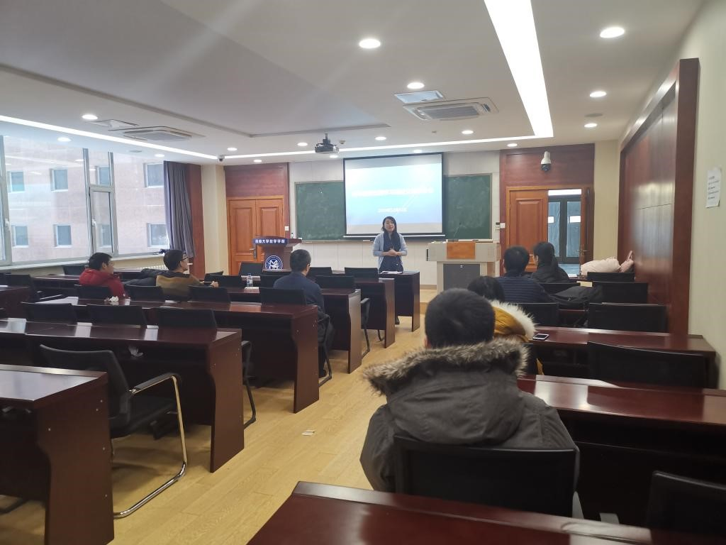 The School of Mathematics organized a report meeting on the exchange of young teachers' study experience abroad